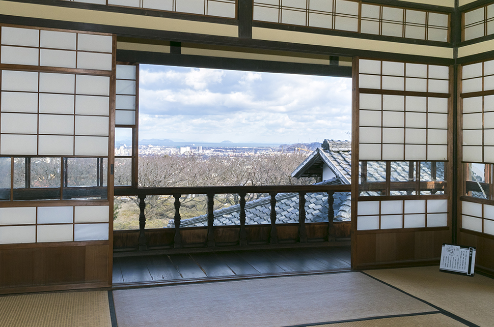The panoramic view of Niihama from the Boenro on the second floor. The name Boenro is connected with a poem written by Hirose.